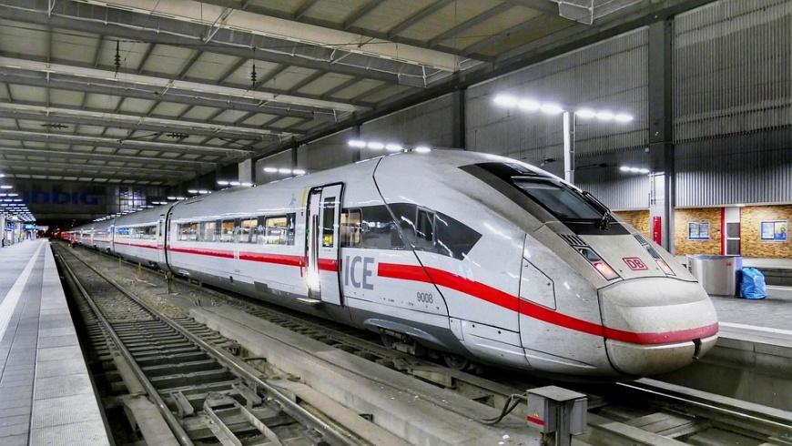 ICE 4 im Bahnhof München