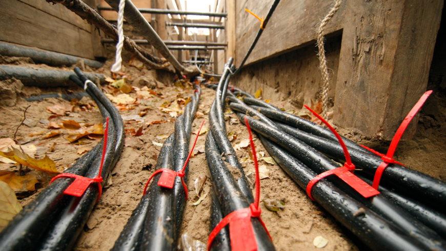 Stromkabel in einer Baugrube